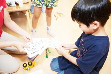 """""""感情カード""""で、 子どもの「感情」に寄り添う保育園"""
