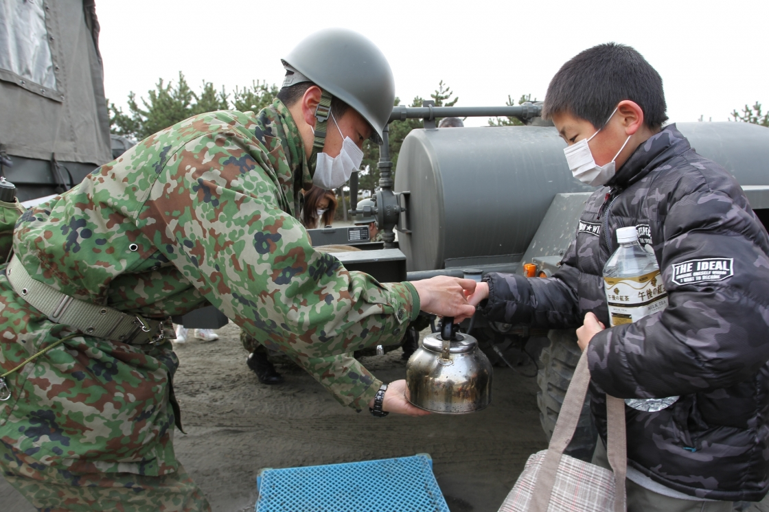 陸上自衛隊の災害援助の様子