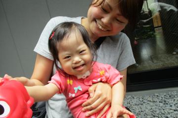 「命をつなぐだけじゃなく、心のふれあいを」障害児保育園ヘレンの看護師・あゆみ先生が走る理由