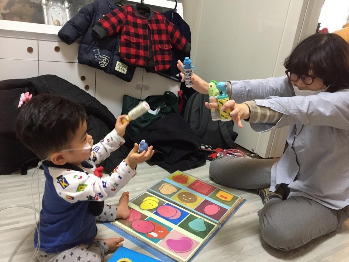 ジャンヌは子どもたちと「遊び」の支援も行っています