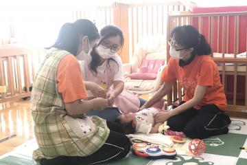 渋谷区初 認可保育園で医療的ケア児の預かりを開始:フローレンスが 保育士・看護師研修を行いました