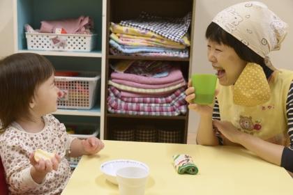 お子さんと先生の給食風景