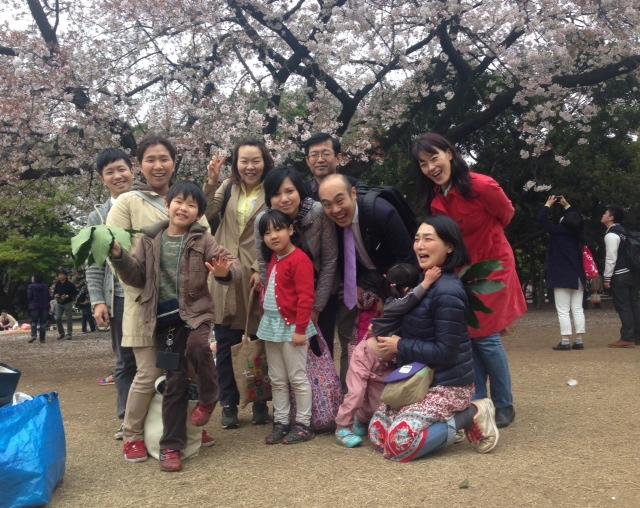 桜も笑顔も満開!寄付会員の皆さんとの交流お花見会を開催しました!
